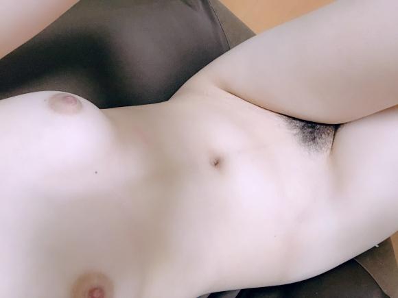 むっちりEカップ処女が全裸になって承認欲求満たすエロヌード自撮り