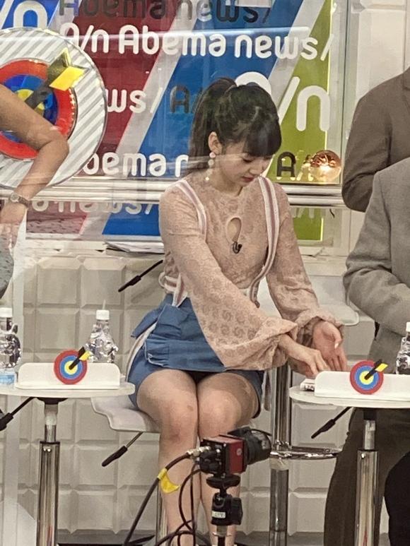 荻野由佳パンチラ1