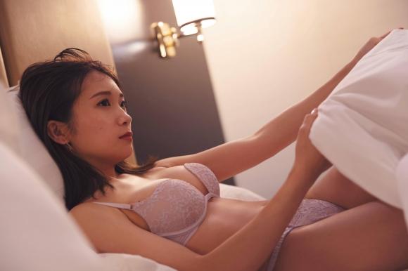 乃木坂46秋元真夏パイパン0