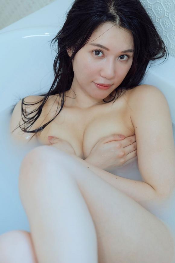 元AKB48鈴木まりや手ブラ2