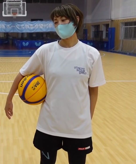 美人バスケ選手岡田麻央乳首2