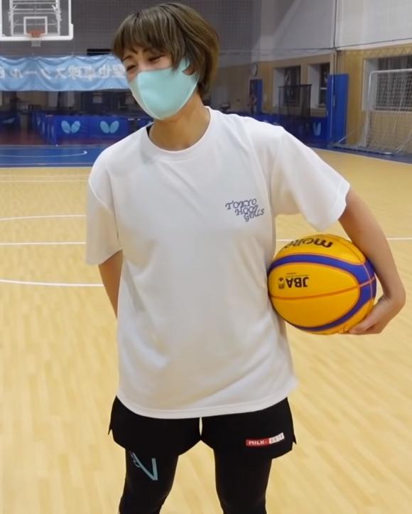 美人バスケ選手岡田麻央乳首3
