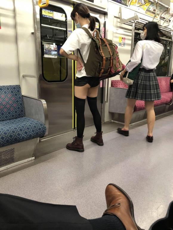 電車内パンツ0