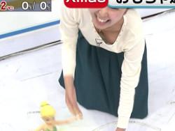 テレビの生放送中にアナウンサー徳重杏奈のチクビが映るハプニング