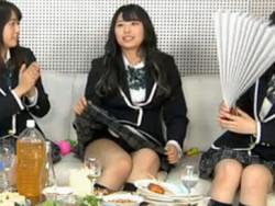 SKE48のニコ生放送でセイフクスカートまくれてパンツが見えまくる