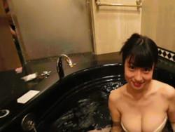グラドル滝沢乃南のIVのお風呂シーンにカメラマンのチ○コが映り込んでる事が発覚