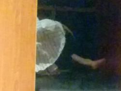 ネカフェで向かいのブースの女がパンツ丸出しで寝てる