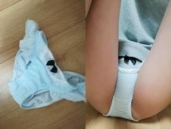 25歳の女がダサいと思ったひらひら縦縞パンツ穿いてM字開脚を晒す